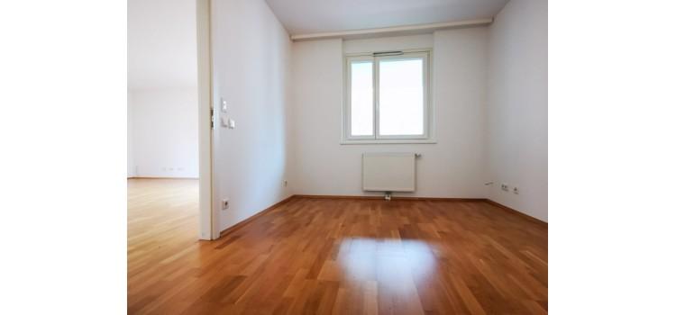 Zimmer m Schrankraum