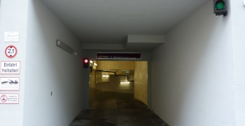 Einfahrt Garage